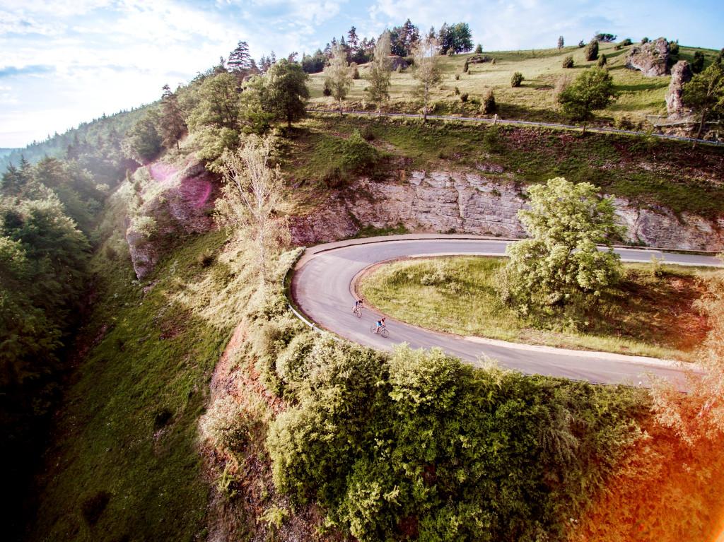 Serpentinen-Straße im Umland